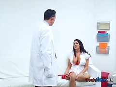 Hot Nurse Reagan Foxx Has sesso orale con di Hung medico