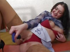 Amateur Mädchens mastubiert die Kamera
