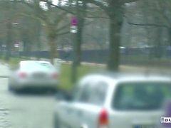 Bums Bus - Deutsch Josy Schwarz Reiten Schwanz in den Rücken eines van