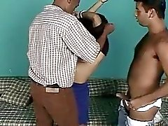 Ikisi siyah on cock tarafından Sert Zemin ve derinlemesine siktir alıyorum azgın brunette bebeđim