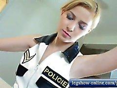 Abigaile Policewoman Fußjob