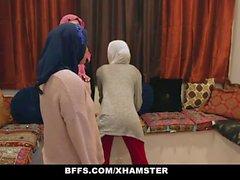 BFFS - Shy Unerfahrene Poonjab Mädchen Ficken In Their Hijabs