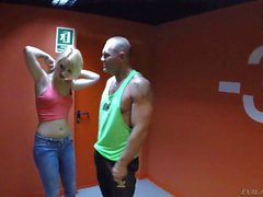 Blonden auf den Jeans Daytona X- gefickt Aufstehen