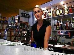 HOT Tsjechische barman betaald voor een snelle neuken