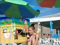 Двое молодых сестер не на аквапарк