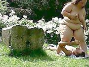 Außen Facesittings mit der 120 kg Mollige Frauen domme