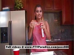 Alexa Loren tenero naked brunette in cucina