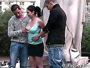 Ryhmän teens julkisen katuvalaistuksen sukupuoleen kuuluisa patsas OSANUMERO 1