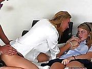 A Tanya seducir de Staci a tener relaciones sexuales 3some