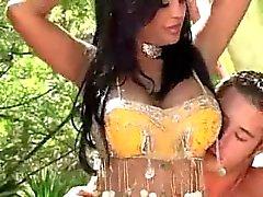 Bonita pechugóa nova indianos Amina Rai