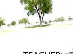 Profesor atrapado y tiene trío de primera vez con adolescentes