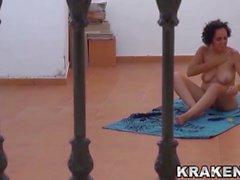 Video Voyeur di un maturo moglie esterno nuda - Krakenhot