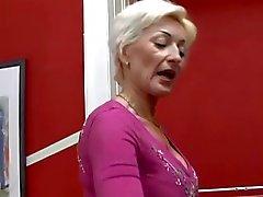 Blondine Großmutter verdammtes von TROC
