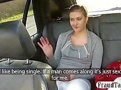 Großer Natur Titten Amateur liebäugelt mit ihrer Taxitreiber