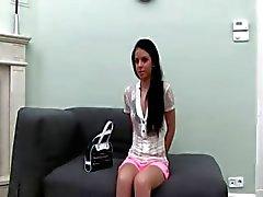 Hete babysitter plagen in roze ondergoed