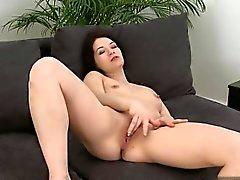 Amateur geile Hausfrau schließen oben Orgasmus