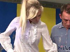 un'azione CMNF con uno splendido blonde