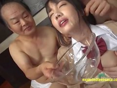 Koharu Suzuki Old Men Eats ve içecekler Grup Massive Bukkake alır