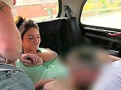 De mierda caliente pareja con el driver en el backseat los taxis