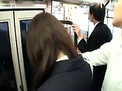 Schlanke japanische Babe mit einem fabelhaften Arschs in einem pu verwendet