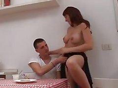 La mamma Italiana sexy che E Boy ( eng )