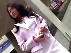 Suloisen Japanin hoitaja pyyhkii poikaystäväni siitin ei jäykisty
