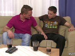 Horny gay meninos querem foder uns aos outros