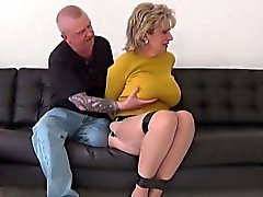 Unfaithful britannico della branchia mature di Ellis mostra la sua grande di boob