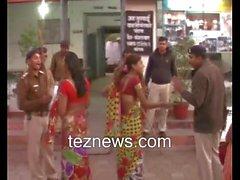 Hijra Transgender Protest gegen die Polizei Shemale kinnar ki ladai Tez Nachrichten