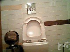 tuvalete 2.022 yılında kýzý gözetleme