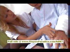 Giapponese per un'infermiera molto sexy in azione