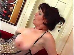 Ejaculação mãe maduras após o orgasmo por TROC