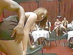 Berusade flickor sugande tuppar
