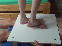 Bafe pieds coq et balles piétinant stomping