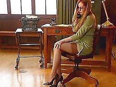 Di Office della ragazza 4