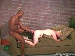 Пронзили блондинка парень едет огромный черный донг