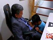 Ofis damızlık sevimli Japon TWINK ile anal seks