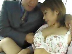 Jyuri Hashimoto stellt Blasen auf den Rücksitzen