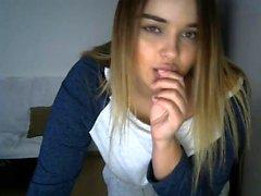Blonde Coed geben einen Blowjob vor der Webcam