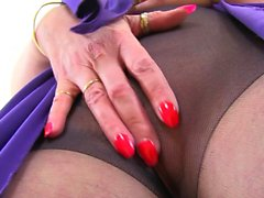 English milf Fiona is built for pleasure