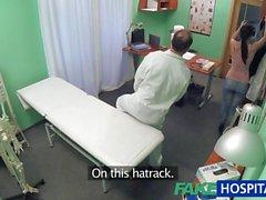 FakeHospital paziente desidera sua figa ispezionato
