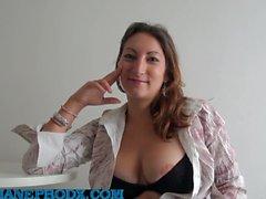 2 дебютанта выливают Charlotte de Castille.mp4