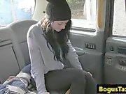Puto en taxi del primer con la una chica blackhaired