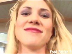 Ich gebe dir einen Fußjob mit meinen perfekten Füßen
