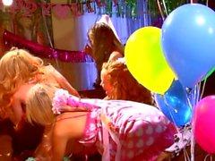 Orgía lesbiana de cuatro maneras con adolescentes Capri Anderson y Jayme Langford