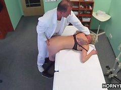 Рогатый врача преследует добычу