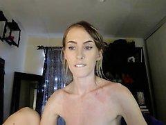 Pee Fetisch Babe füllt Glas mit ihrer Pisse in diesem HD-Video