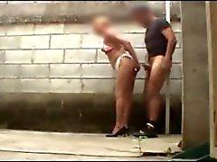 Уличной проститутки пойман скрытой камеры