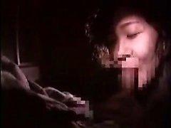 Pantyhosed Asian Schlampe mit fabelhaften Titten und Arsch bekommt naile