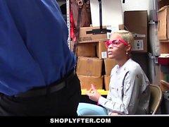 ShopLyfter - Ebony Teen beim Stehlen erwischt